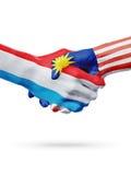 Drapeaux pays de luxembourgeois, Malaisie, concept de poignée de main d'amitié d'association Images libres de droits