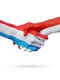 Drapeaux pays de luxembourgeois, Monaco, concept de poignée de main d'amitié d'association Images libres de droits
