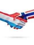 Drapeaux pays de luxembourgeois, Norvège, concept de poignée de main d'amitié d'association Photographie stock