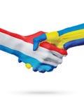 Drapeaux pays de luxembourgeois, Suède, concept de poignée de main d'amitié d'association Photos stock