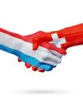 Drapeaux pays de luxembourgeois, Suisse, concept de poignée de main d'amitié d'association Photographie stock libre de droits