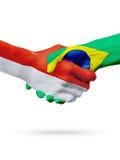 Drapeaux pays de Monaco, Brésil, concept de poignée de main d'amitié d'association Photographie stock