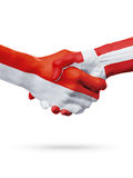 Drapeaux pays de Monaco, Danemark, concept de poignée de main d'amitié d'association Image libre de droits
