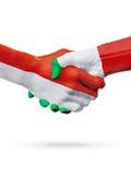 Drapeaux pays de Monaco, Italie, concept de poignée de main d'amitié d'association Photo libre de droits