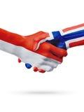 Drapeaux pays de Monaco, Norvège, concept de poignée de main d'amitié d'association Image stock