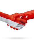Drapeaux pays de Monaco, Turquie, concept de poignée de main d'amitié d'association Photo libre de droits