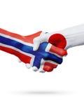 Drapeaux pays de Norvège, Japon, concept de poignée de main d'amitié d'association Images stock