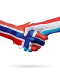 Drapeaux pays de Norvège, Luxembourg, concept de poignée de main d'amitié d'association Photographie stock