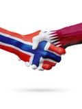 Drapeaux pays de Norvège, Qatar, concept de poignée de main d'amitié d'association Images stock
