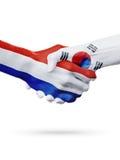 Drapeaux pays de Pays-Bas, Corée du Sud, concept de poignée de main d'amitié d'association Images stock