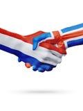 Drapeaux pays de Pays-Bas, Islande, concept de poignée de main d'amitié d'association Photo libre de droits