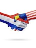 Drapeaux pays de Pays-Bas, Malaisie, concept de poignée de main d'amitié d'association Photo stock