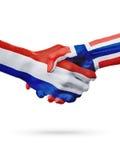 Drapeaux pays de Pays-Bas, Norvège, concept de poignée de main d'amitié d'association Photos stock