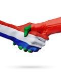 Drapeaux pays de Pays-Bas, Portugal, concept de poignée de main d'amitié d'association Photos libres de droits