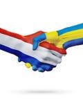 Drapeaux pays de Pays-Bas, Suède, concept de poignée de main d'amitié d'association Photographie stock