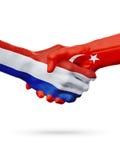 Drapeaux pays de Pays-Bas, Turquie, concept de poignée de main d'amitié d'association Photo libre de droits
