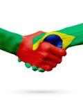 Drapeaux pays de Portugal, Brésil, concept de poignée de main d'amitié d'association Photographie stock libre de droits