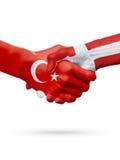 Drapeaux pays de république turque, Danemark, concept de poignée de main d'amitié d'association Images libres de droits