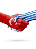 Drapeaux pays de république turque, Grèce, concept de poignée de main d'amitié d'association Image stock