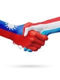 Drapeaux pays de Taïwan, Luxembourg, concept de poignée de main d'amitié d'association Photographie stock libre de droits