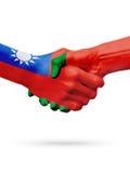 Drapeaux pays de Taïwan, Portugal, concept de poignée de main d'amitié d'association Photo libre de droits