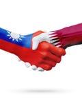 Drapeaux pays de Taïwan, Qatar, concept de poignée de main d'amitié d'association Images libres de droits