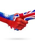 Drapeaux pays de Taïwan, Royaume-Uni, concept de poignée de main d'amitié d'association Photographie stock libre de droits