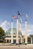 Drapeaux près de la tour de chasse, Dallas, Etats-Unis photos libres de droits