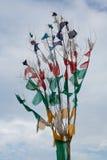 Drapeaux tibétains de prière tissant dans le vent Image stock
