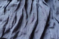 Draperat blått bomulls- och polyestertyg arkivfoton