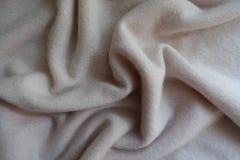 Draperat enkelt vitt fluffigt woolen stuckit tyg arkivbilder