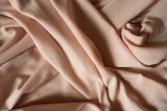 Draperat kulört polyestertyg för skinande persika royaltyfria bilder