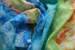 Draperat rayon i blått, gräsplan, guling och apelsin arkivfoton
