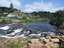 Draperend rivierwater Stock Foto