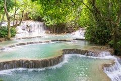 Draperende Turkooise Watervallen Royalty-vrije Stock Afbeelding