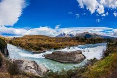 Draperende watervallen Stock Afbeeldingen