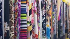 draperia Setki różne tkaniny Wybór różnorodne kolor opcje, kamera ruch wzdłuż tkanin zbiory wideo