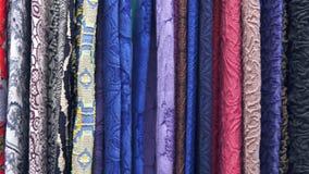 draperia Setki różne tkaniny Wybór różnorodne kolor opcje, kamera ruch wzdłuż tkanin zdjęcie wideo