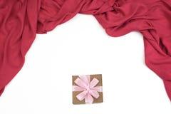 Drapez le rouge sur un fond d'isolement par blanc Photographie stock