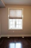 Drapiert auf Fenster Lizenzfreie Stockfotos