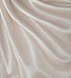 Drapierter weißer silk Hintergrund Lizenzfreies Stockbild
