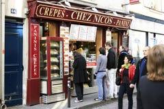 Drappeggia con crespo il ristorante i Parigi della via Immagini Stock Libere da Diritti