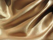 Drapujący złocisty atłasowy tło Zdjęcia Royalty Free