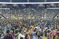 Drar den folk sångaren Atul Purohit för gujaratien den stora folkmassan i Chicago Royaltyfria Bilder