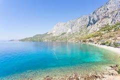 Drasnice, Dalmatien, Kroatien - Überblick über der schönen Bucht von Drasnice lizenzfreie stockbilder