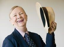 Drastische ältere Frau mit einem Hut Lizenzfreie Stockfotografie