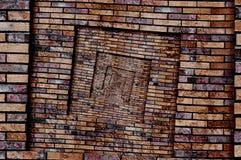 Drastische abstrakte schmutzige braune Rotspiralenbacksteinmauermuster-Hintergrundbeschaffenheit Gebrochenes getragenes Schmutzba Lizenzfreie Stockfotografie