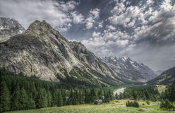 Drastische alpine Landschaft Stockfoto