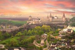 Drastische Ansicht über das Schloss in Kamianets-Podilskyi Stockfotos