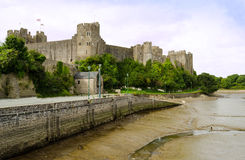 Drastische Ansicht von Pembroke Castle - Wales, Vereinigtes Königreich Stockfotografie